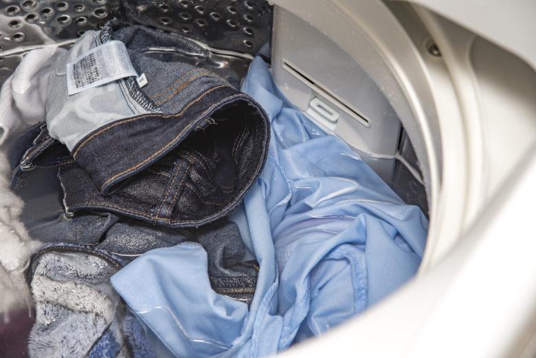 服,シワ,洗濯中